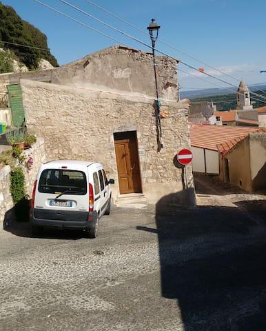 Sedini:nord Sardegna vicinanze mare - Sedini - House