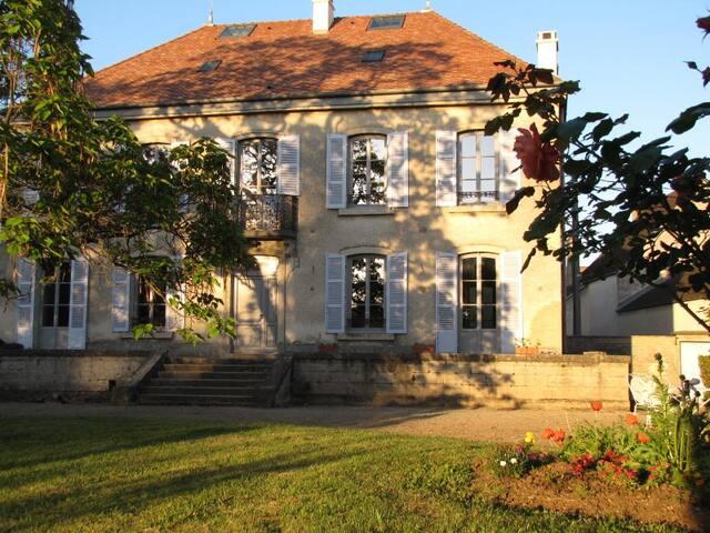 Le Clos des Roseaux, Chambre Amande - Chorey-les-Beaune - Bed & Breakfast