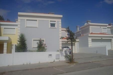 Moradia c/ 3 quarto-Centro Portugal - Entroncamento