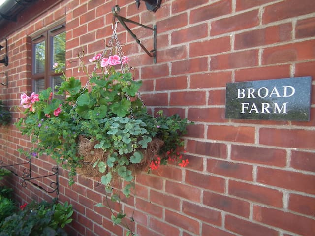 Stunning Secluded Farmhouse, Norfolk Broads - Norfolk - House