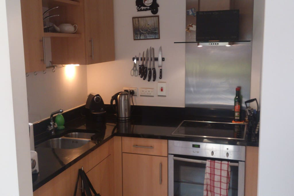 Fully equipped kitchen with dishwasher and washing machine