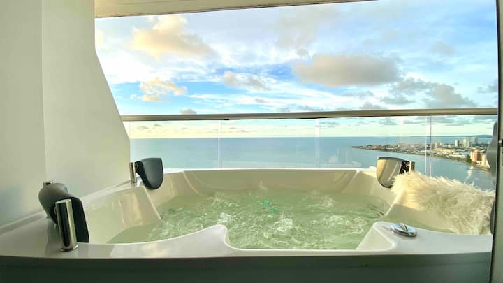 1 BR Penthouse Beachfront Private Jacuzzi