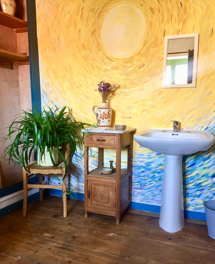 """""""Chambre du Soleil"""" Private room with basin"""
