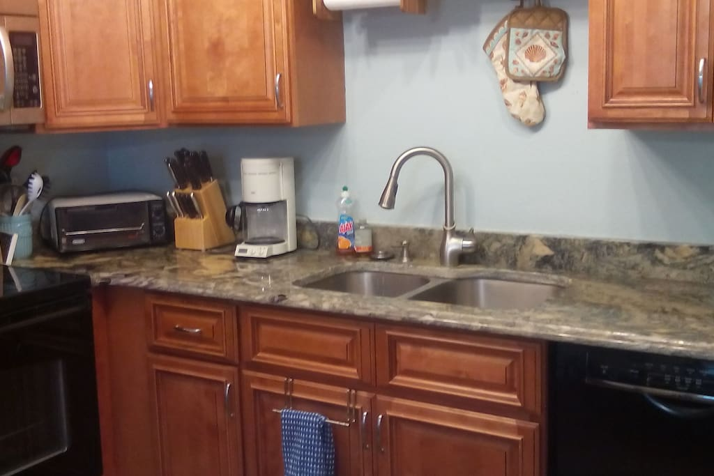 Full kitchen with all the amenities, granite countertops