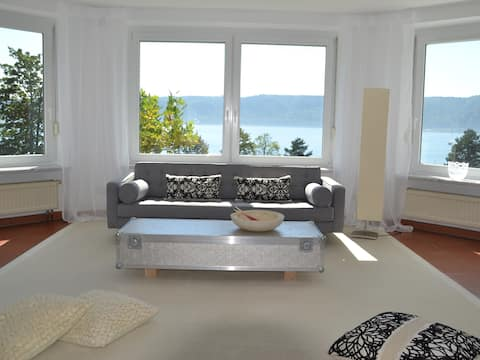 Paradisial Apartment with Grand View on Lake
