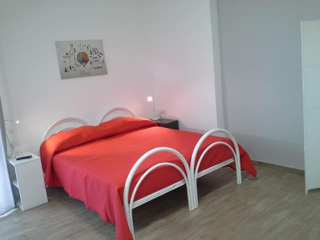 """Monol. """"Sole"""" a 2 passi dal casello - San Salvo Marina - Apartment"""