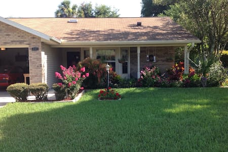 Beautiful home with charm. - DeLand - Ház