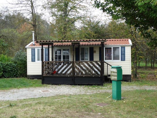 bungalow con chalet e parcheggio esterno