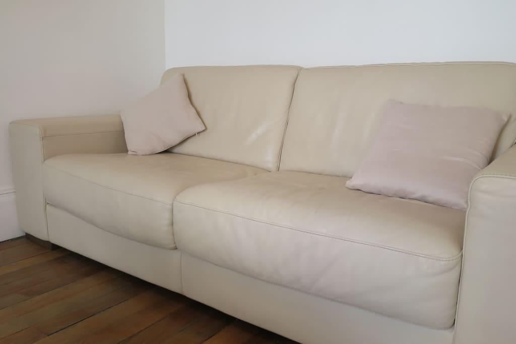 Canapé lit en cuir