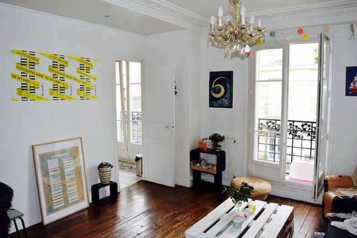 Appartement grands espaces aux buttes chaumont - Paris - Apartment