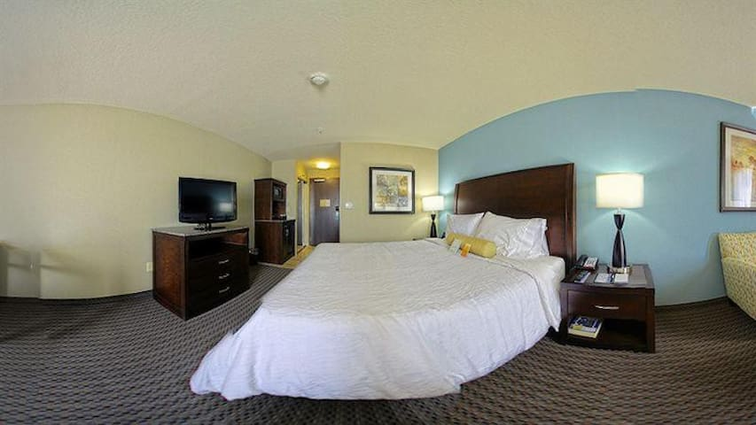 Extravagant Double Bed At Suburbs
