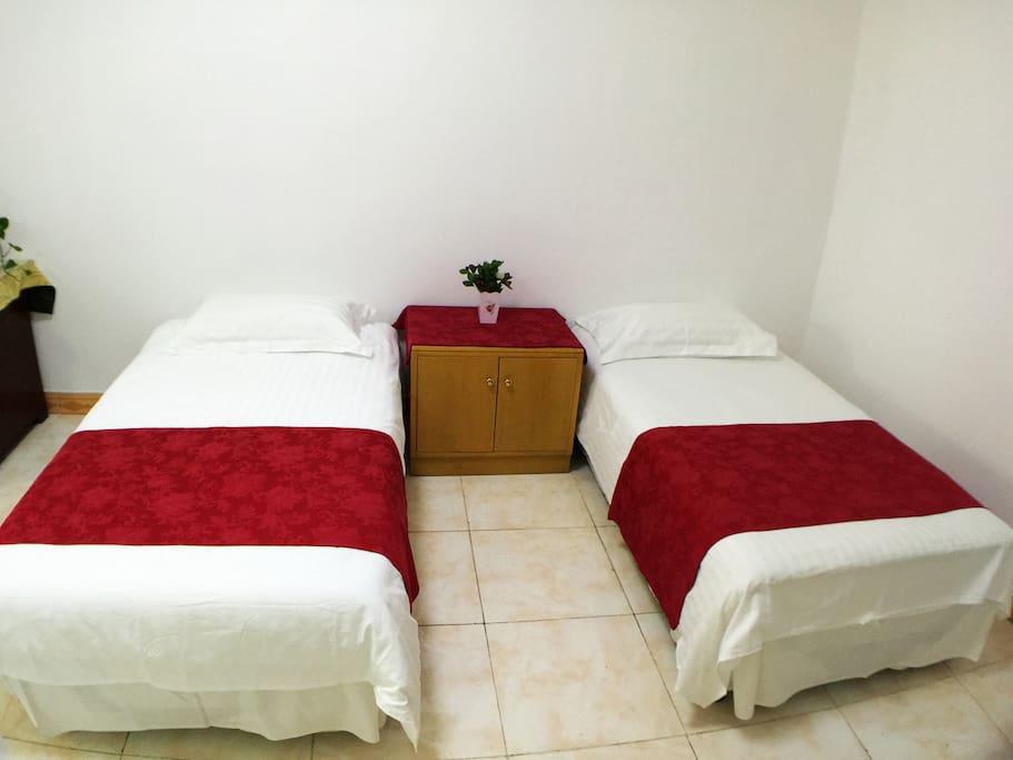 1.2米*2米的单人床,舒适整洁,