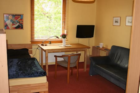Nice room near airport Berlin SXF - Berlino