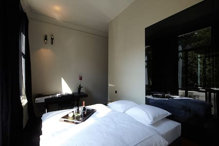 Antwerp Museum Suites Guesthouse - Ambéres - Bed & Breakfast