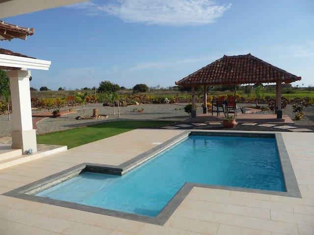 Charming Casa w/ Pool by the Beach - Pedasi - Haus