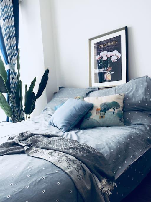 温暖舒适的大床-秋季