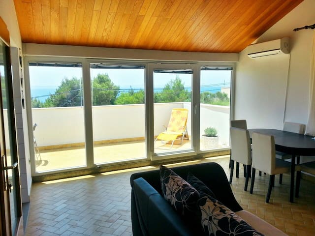 Lovely apartment on the sea shore - Stobreč - Apartamento