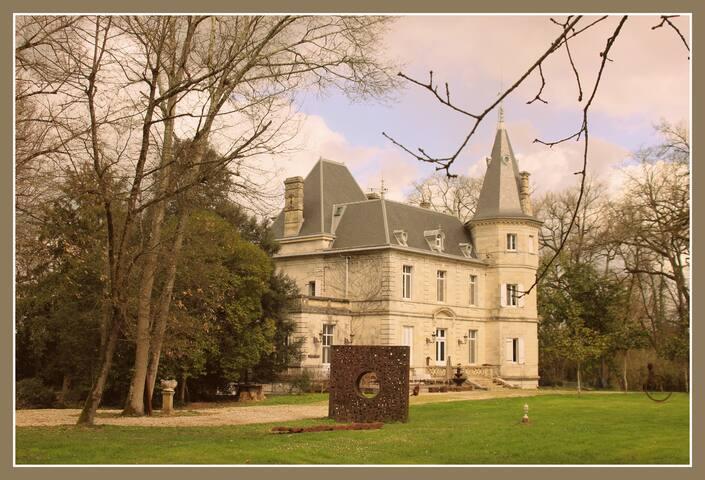 Château de Lagravade + Sculptures - Layrac - Bed & Breakfast