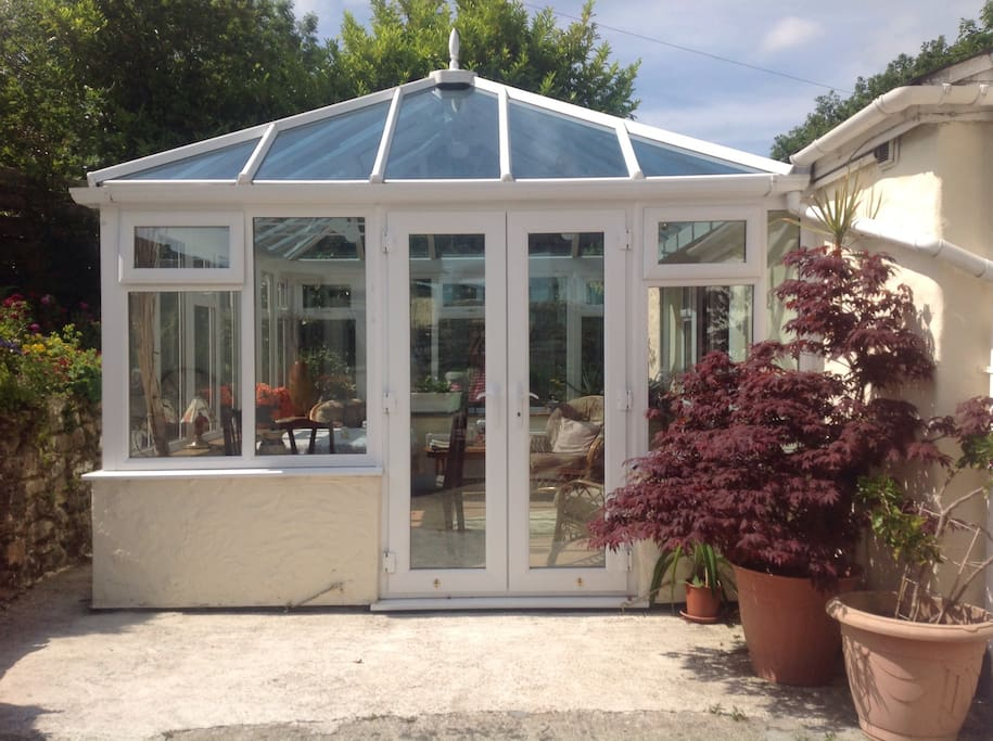 Conservatory used for breakfast