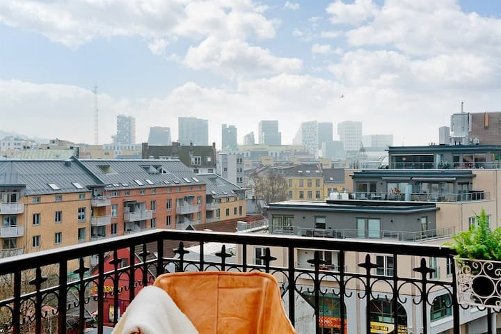 Central design penthouse: balcony, views & hammock