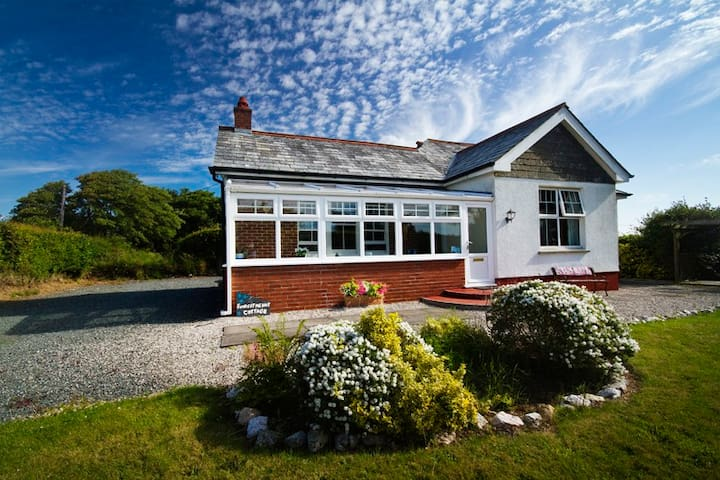 Delightful spacious 4 star country cottage