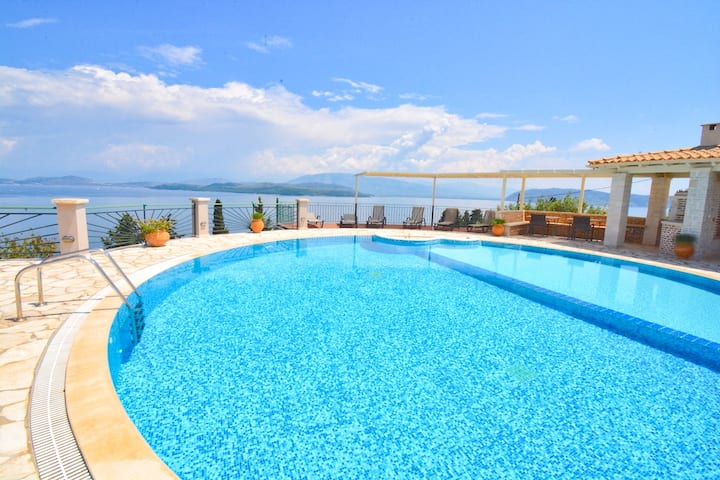 Villa Kouloura with amazing view and private pool