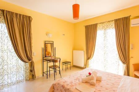 Villa Christine -Evia - ODYSSEOS 18-Akti Nireos - House
