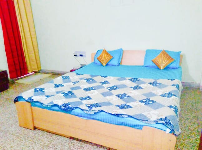 Wow AC Rooms in Studio Apartment - Jabalpur - Pis