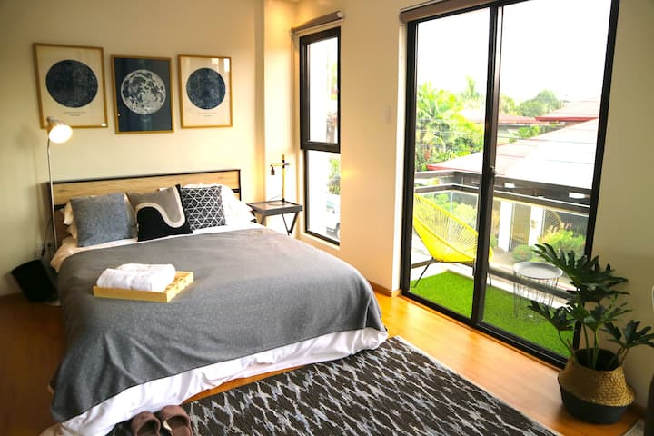 Private Bedroom in a Townhouse near Maginhawa