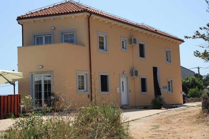 Haus-Pegla*** Wohnung OLIB, - Nerezine