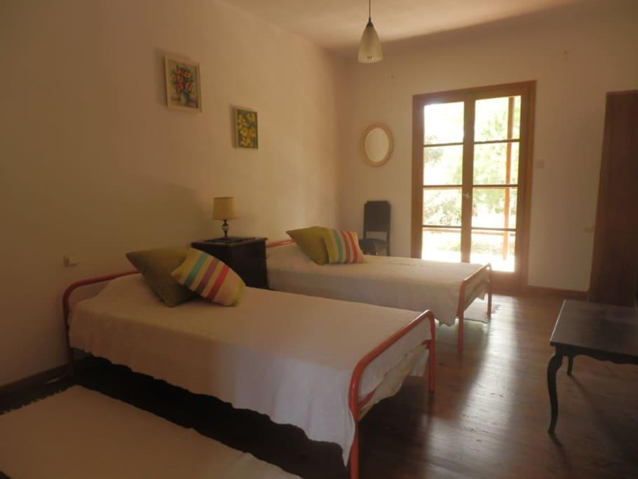 1st floor - twin bedroom