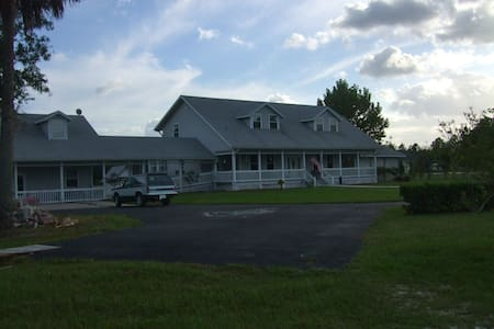 Americana Country Manor - Ház
