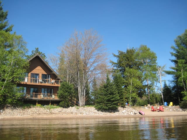 Sunny, spacious, elegant, waterfront cottage. Wow! - Haliburton - Mökki