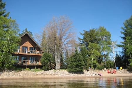 Sunny, spacious, elegant, waterfront cottage. Wow! - Haliburton - Kulübe