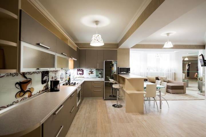Modern - 2 bedrooms Center New Building - Chişinău - Appartement