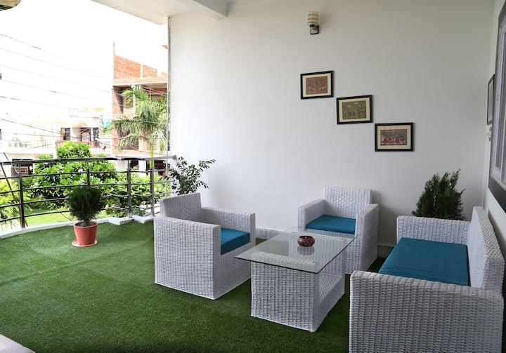 Clean and Comfy Home stay near Taj Mahal