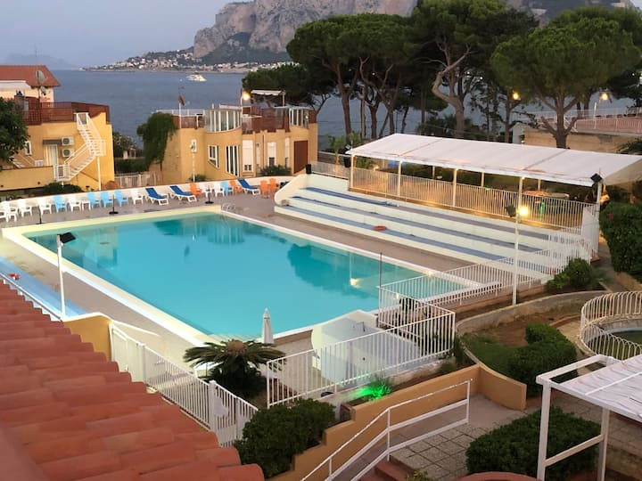 Ashur apartments Mondello beach