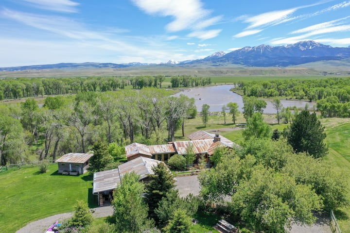 Large private luxury retreat on the pristine Yellowstone River| 4 Bedroom, 4 Bathroom