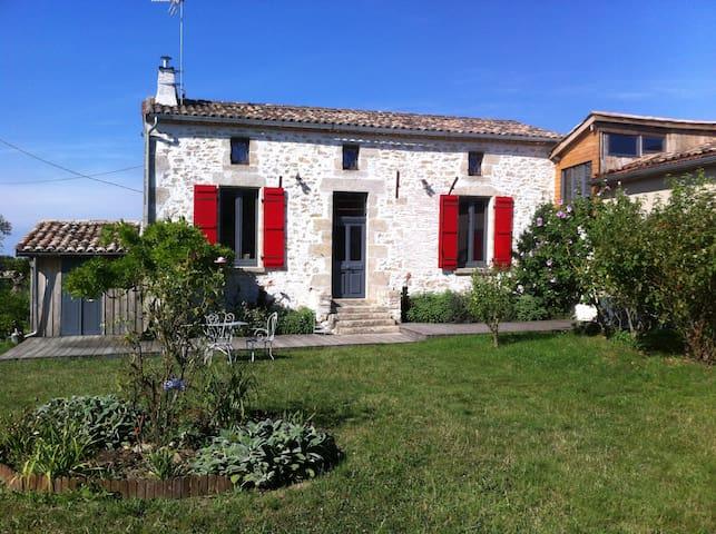 """écogite """"les glycines"""" - Saint-Sève - House"""
