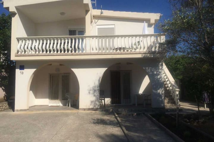 Studio apartment for 2+1 people - Vir - Casa