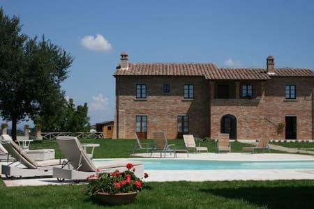 VILLA OVIDIO luxury villa for 14 - Marciano della Chiana