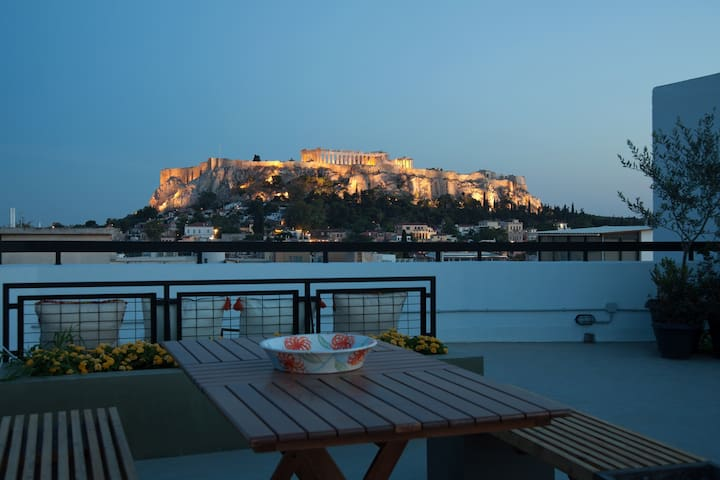 Luxury penthouse with spectacular acropolis view