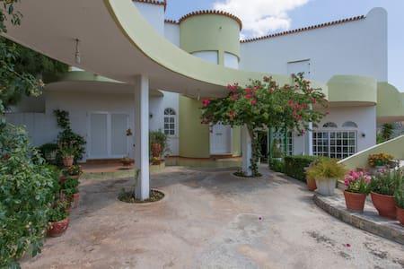 Cosy Villa w/ Breathtaking View - Galazia Nera