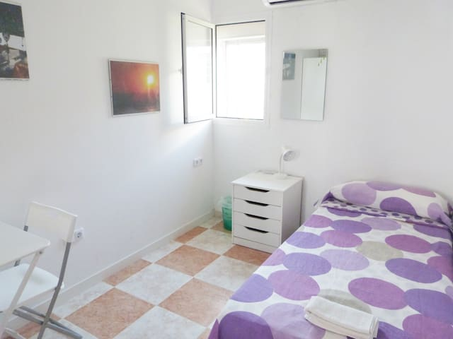 Fuengirola center, the perfect place. Room