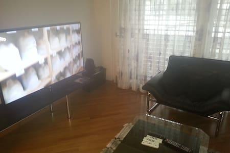 Schöne zentrale 3.5 Zimmer Wohnung - Freienbach - Lägenhet