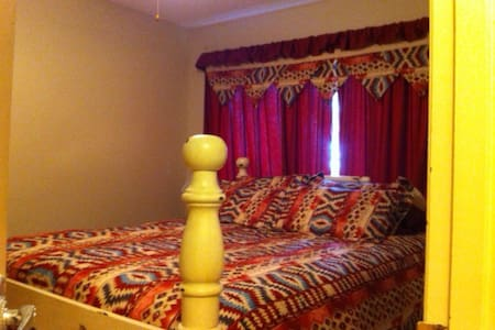 2 semi private main floor bedrooms - De Winton