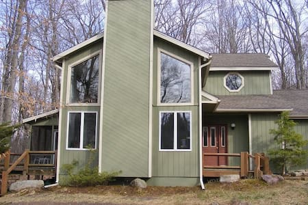 Pocono Lake Harmony Home on 2 acres - Lake Harmony - Haus