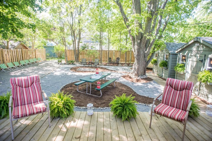 Oakie Doakie Studio- w/ Private Yard & Yoga Space