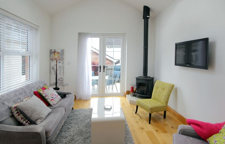 Bright cosy and a great location - Cookstown
