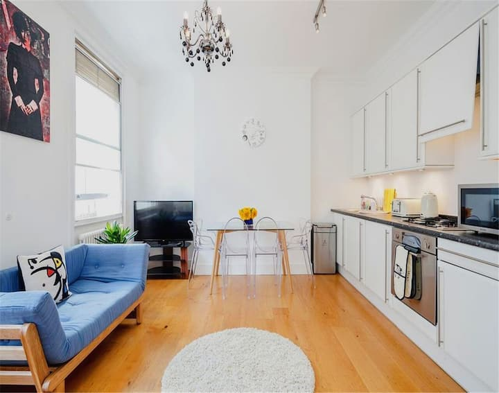 Three bedroom apartment close to Kings Road